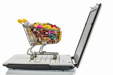 Tabletten mit Einkaufswagen und Computer