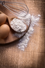 eggs flour in spoon corolla