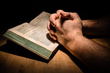 Bibel Hände beim Beten
