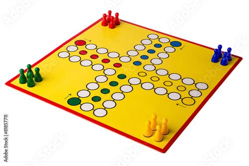 Spielbrett mit bunten Figuren - 81857711