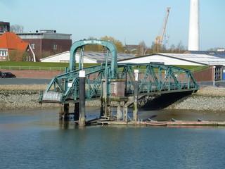 Nassaubrücke ohne Ponton
