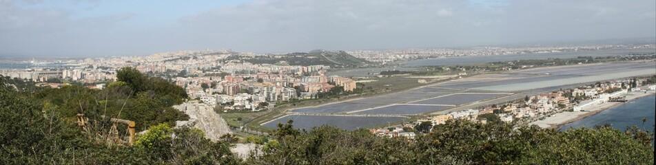 Panorama di Cagliari e saline