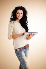 Frau mit Tablet-Computer