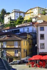 Oporto . Portugal . Plazoleta en la Ribeira