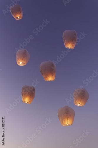 Papiers peints Carnaval Sky lanterns flying upwards.