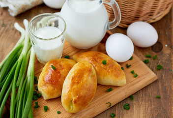 Baked pasty filled with egg and green onion