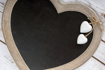 Holztafel in Herzform