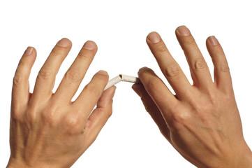 Hände zerbrechen Zigarette