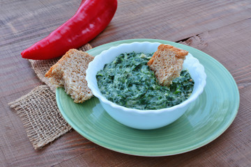 Creamed spinach in bowl