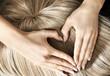 Leinwanddruck Bild - Heart sign on the blond wig