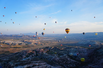 カッパドキアの上空を遊覧する気球 トルコ