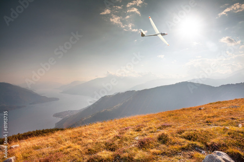 in flight with glider on lake Como (IT) - 81913735