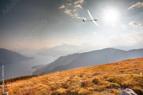 Leinwanddruck Bild in flight with glider on lake Como (IT)