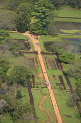 Вид на остатки Водного Сада дворца Сигирия. Шри-Ланка