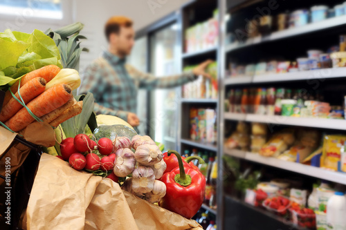 Leinwanddruck Bild Customer at the grocery store