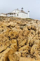 Felsen vor dem Leuchtturm Mardera in Istrien