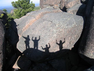 Тени на скале