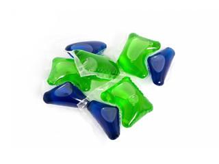 Detergent capsules
