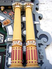 dekorative Säulen - Eingangsportal Rathaus
