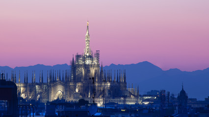 Duomo di Milano al tramonto