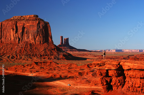 Staande foto Canyon Young woman at Monument Valley