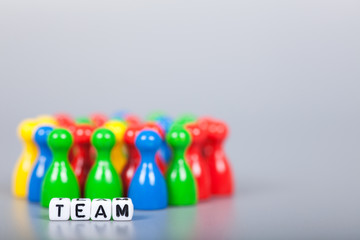 Cube Letters show team in front of unsharp ludo figures