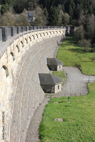 Staumauer der Lingesetalsperre im Bergischen Land
