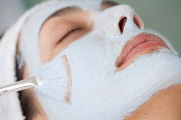 Aplicación de mascarilla facial