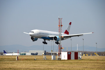 Passagierflugzeug beim Landeanflug