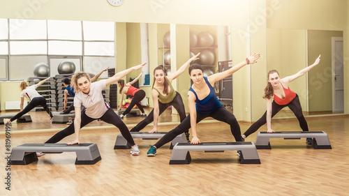 Papiers peints Gymnastique Group of women making step aerobics