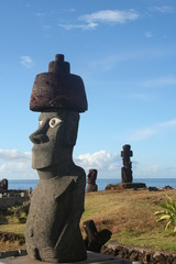 Истуканы острова Пасхи.