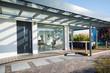 Leinwanddruck Bild - moderner Hauseingang, Sommer