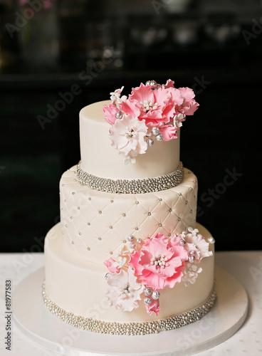 Wedding Cake - 81977583