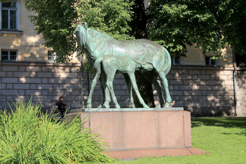TWO HORSES SCULPTURE