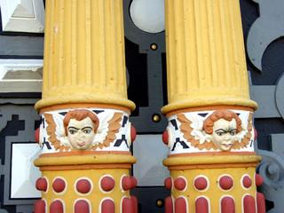 dekorative Säulen - Fassadenkunst