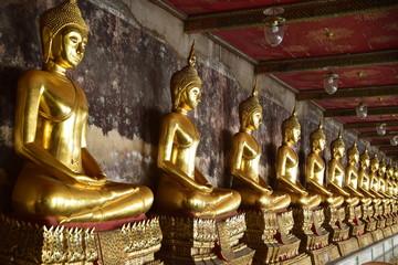 Buddhastatuen im Wat Suthat