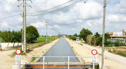 Canal de riego en el Delta del Ebro, Amposta, Tarragona