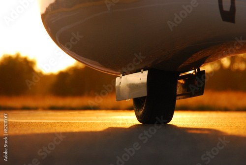 Fahrwerkauf der Landebahn - 82011767