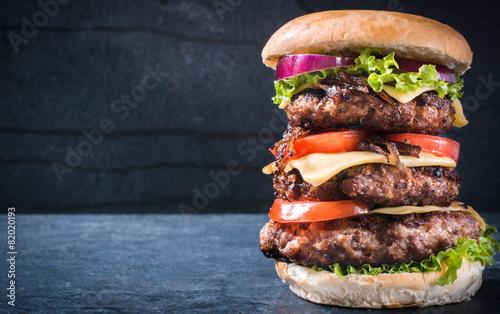Fotobehang Restaurant Triple American burger