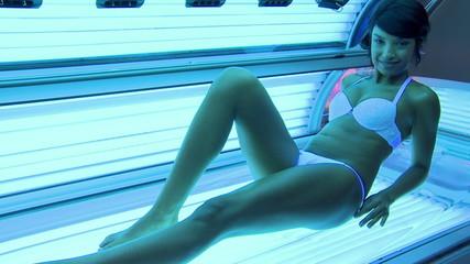 Tanning at solarium