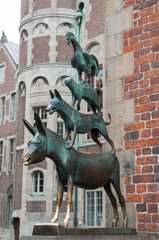 Die Bremer Stadtmusikanten vor dem Bremer Rathaus
