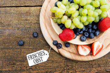 Gefüllter Obstteller mit Anhänger und Text, Frisches Obst