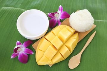 Ripe mango sticky rice.