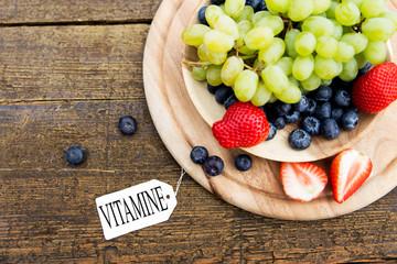 Obstteller mit Karte und Text, Vitamine