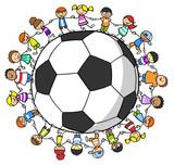 Fototapety Kinder halten Hände um einen Fußball