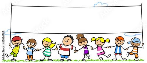 Leinwanddruck Bild Kinder halten leeres Banner in der Natur