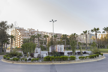 Rotonda con plantas en Marina Dor (Oropesa del Mar, Castellón).