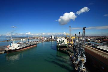 Toscana,Livorno,il porto commerciale.