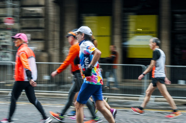 Corsa di gruppo in città