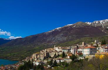 Borgo medievale di Barrea in Abruzzo